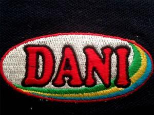 Bordados personalizados para textil y prendas en Kinkomas